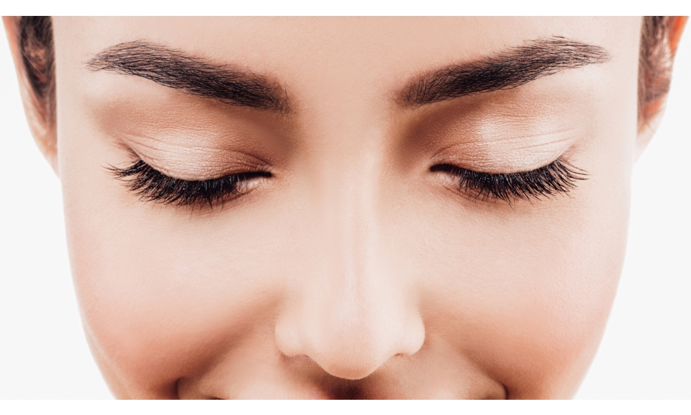 Frame Your Eyes through Eyebrow Tinting